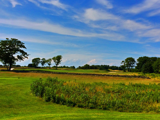 The Last Par 5 At Newport National G.C. Has It All -- A Stone Wall, Natural Vegetation To Cover Off The Tee And An Undulating Green. (Mike Bailey/Golf Advisor)